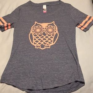 I am selling a cute casual T shirt for girls.
